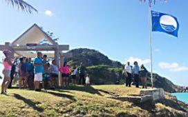 La secretaria del Departamento de Recursos Naturales y Ambientales (DRNA), Carmen Guerrero Pérez, informó el domingo que la playa Pelícano de la Reserva Natural Caja de Muertos ondea, por quinto año consecutivo, la Bandera Azul, símbolo de un galardón internacional de limpieza y calidad ambiental. (Foto/CyberNews)