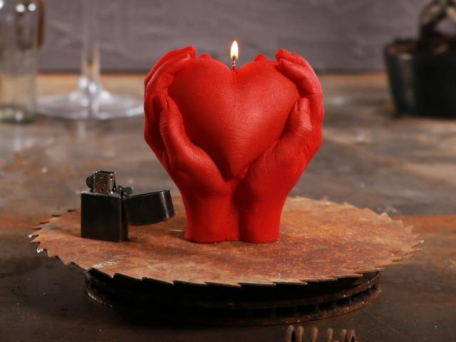 Hand Candle Love Edition Image