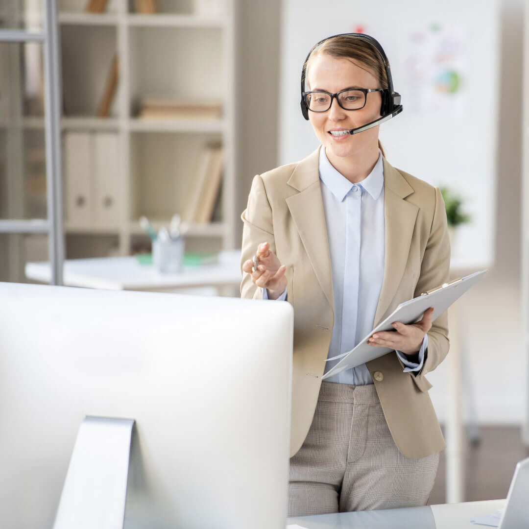 lady giving a successful online presentation