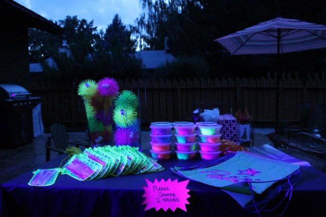 black light party  presentlyobsessed