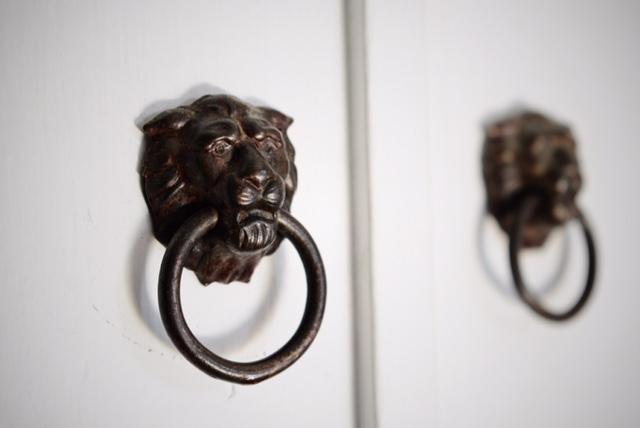 lion-cabinet-pulls
