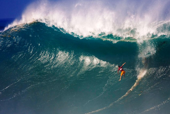 Oahu's North Shore has experienced an exciting 2009 Triple Crown season, with the Quiksilver Eddie Aikau running for the first time since 2004. (Getty Images/2004 ASP)