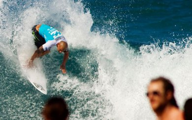 Martinez knocked out of season-ending Pipe Masters