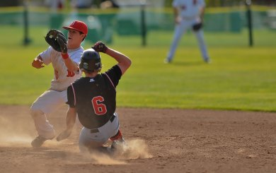 Bishop's aggressive baserunning breaks Carpinteria in 10th
