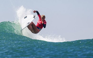 Coffin wins Fins Pro Junior, Peterson upsets world No. 1 to make WSL semis