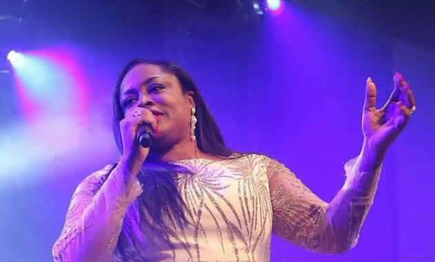video: Sinach – I Humbly Bow mp4 download