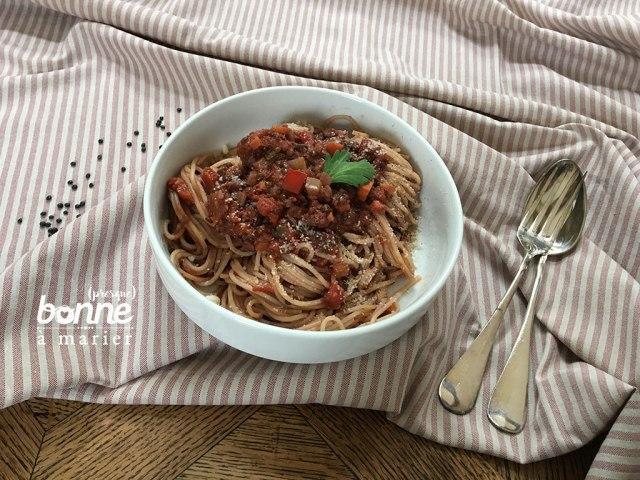 Spaghetti bolognaises végétariennes vegan (lentilles, champignons, noix)