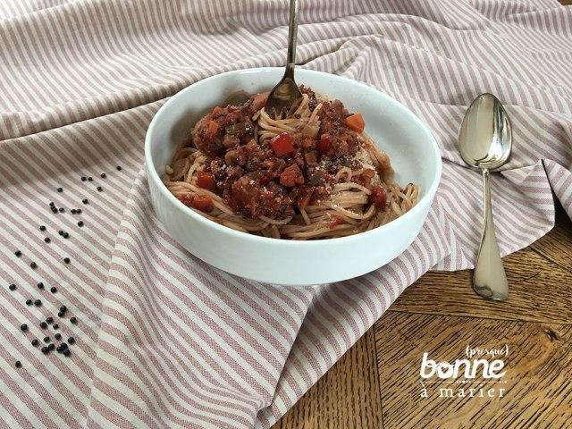 Spaghetti à la bolognaise végétarienne vegan (lentilles, champignons, noix)