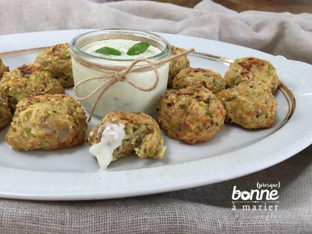Boulettes de courgettes aux flocons d'avoine, sauce yaourt citron basilic