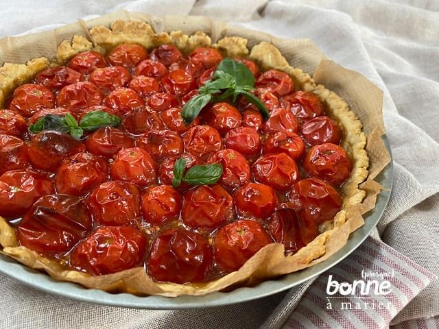Tarte aux tomates cerises, pâte sablée au parmesan et aux herbes de Provence