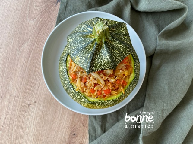 Courgette farcie à l'orzo et aux protéines de soja texturées