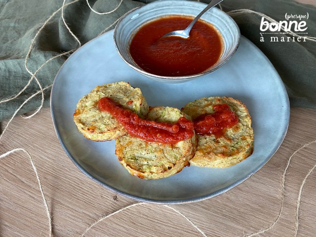 Galettes de courgettes aux flocons de quinoa et mozzarella