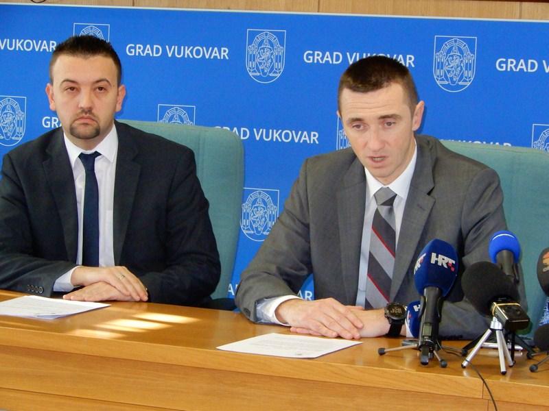 Penava i Pavliček: Vukovar nam je bio i ostao na prvom mjestu - PRESS 032
