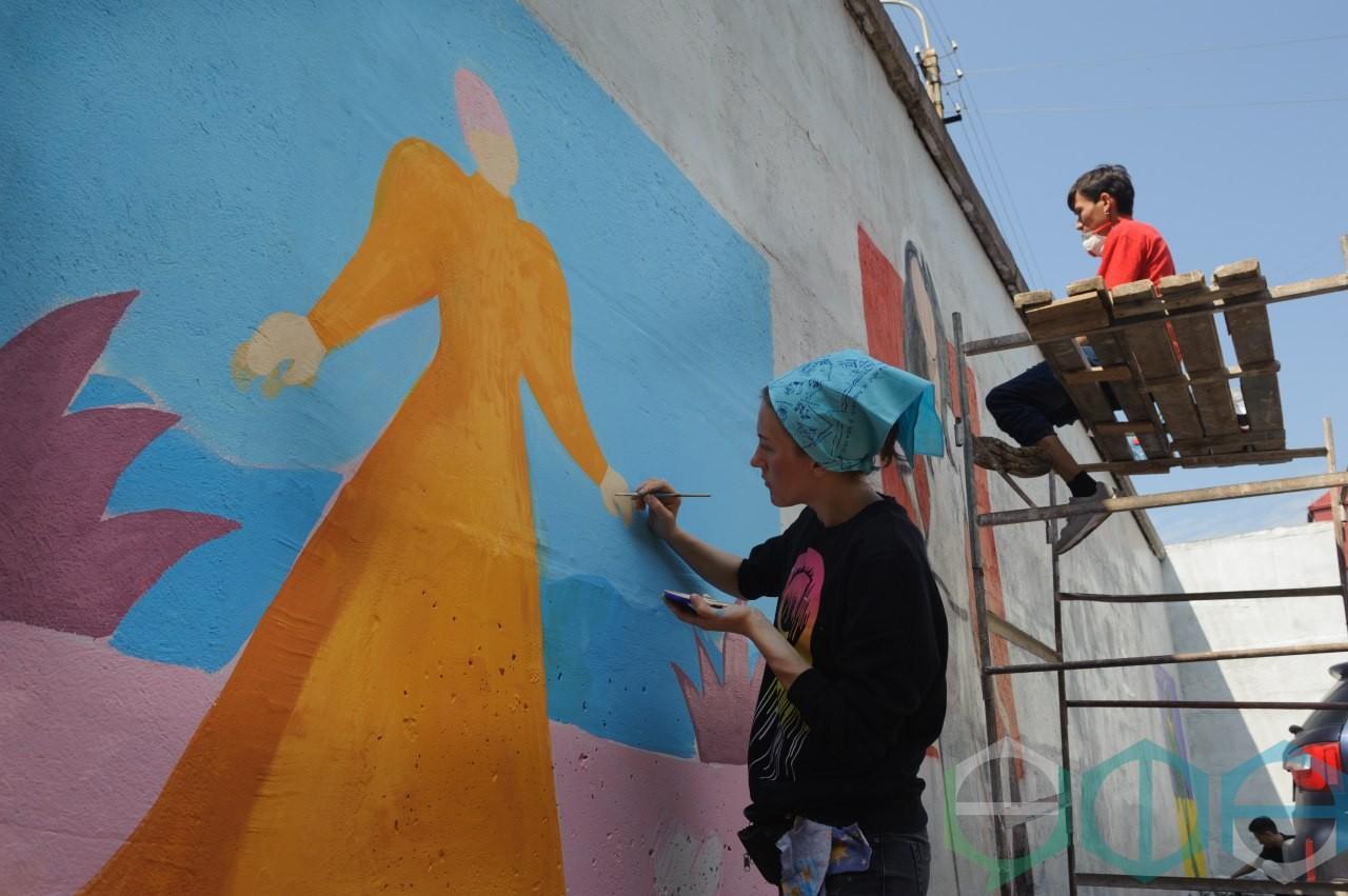 11 июня в Советском районе столицы состоялся Городской молодежный конкурс граффити, посвященный Году театра