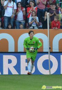 "20140920_fca_bremen_0034 FCA-Torhüter Marwin Hitz schießt ""Tor des Monats"" Februar FC Augsburg News Sport ARD FC Augsburg Februar 2015 Marwin Hitz Tor des Monats  Presse Augsburg"