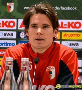 "20150306_fca_pk_hitz_005 FCA-Torhüter Marwin Hitz schießt ""Tor des Monats"" Februar FC Augsburg News Sport ARD FC Augsburg Februar 2015 Marwin Hitz Tor des Monats  Presse Augsburg"