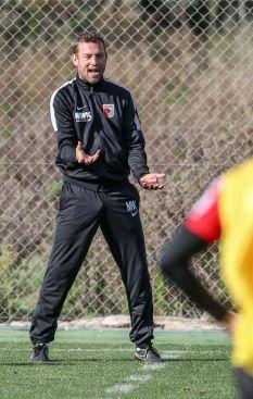 Markus Weinzierl (Trainer FC Augsburg), ruft, schreit, lautstark, gibt Anweisungen,