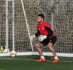 Raul Bobadilla (FC Augsburg #25) spielt Torwart, FC Augsburg, Trainingslager, Estepona, Saison 2015-2016, 13.01.2016