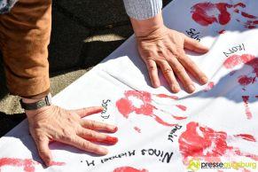 2017-03-17-Red-Hand-Day-–-18 Kinder sind keine Soldaten!   Schüler der Schillerschule und der Hans-Adlhoch-Schule setzen sich für Frieden ein Augsburg Stadt News Politik Hans-Adlhoch-Schule Red-Hand-Day Schillerschule Ulrike Bahr  Presse Augsburg