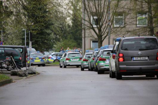 20140414_Unterallgaeu_Memmingerberg_Asylunterkunft_Allgaeu-Airport_Polizeieinsatz_Poeppel_0002