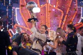 """Die Entscheidung: Ingolf Lück (M.) ist """"Dancing Star 2018""""."""