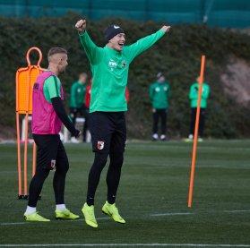 Georg Teigl ( FC Augsburg #35) jubelt; FC Augsburg, Trainingslager Alicante 2019, La Finca Golf Resort, Trainingsgelände;