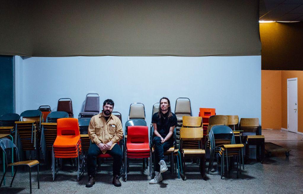 Dans La maison bleue, une série télévisée qui sera diffusée en mars sur ICI Tou.tv, Ricardo Trogi et Daniel Savoie ont imaginé un Québec qui serait devenu un pays à la suite du référendum de 1995.