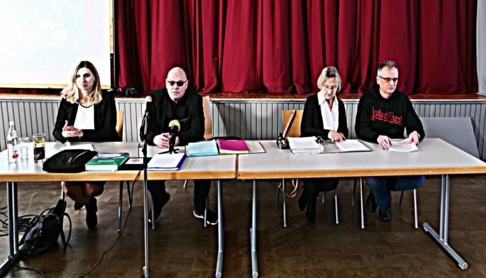 von links nach rechts: Thomas Henning, Rechtsanwältin Hanna Henning, Gudrun Rödek, Norbert Rank