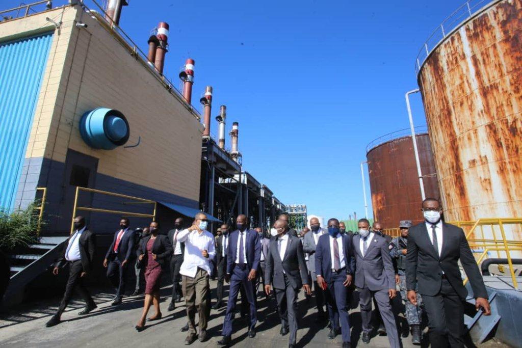 Énergie : Jovenel Moïse a visité la centrale électrique en construction à Carrefour.