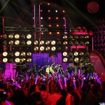 Enrique Iglesias was one of the first singers to perform at Premios Juventud 2014.