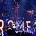 Romeo Santos gave a spectacular performance at Premios Juventud 2014.