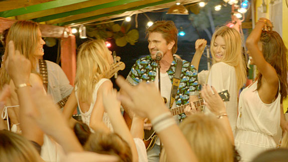Colombian singer Juanes will perform in Victoria's Secret Swim Special for CBS.