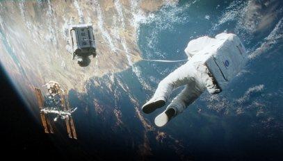 Gravity-©-2013-Warner-Bros.(12)