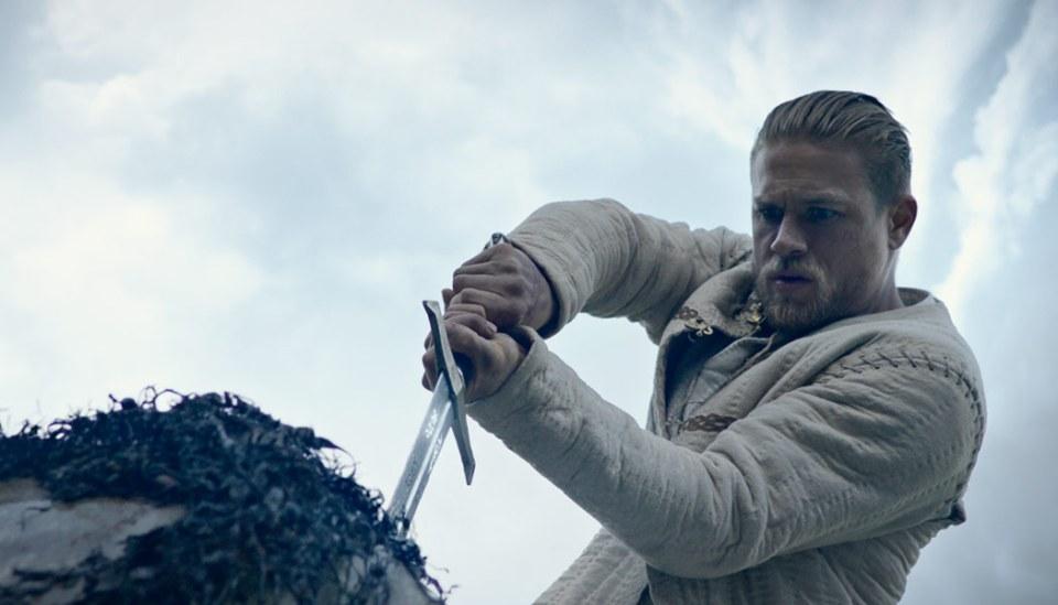 King-Arthur-Legend-of-the-Sword-(c)-2017-Warner-Bros.