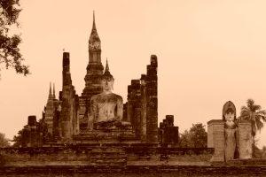 Ruínas no parque histórico de Sukhothai