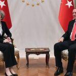 В Турция Тереза Мей наблегна на търговията и спомена човешките права