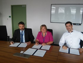 Co-operation with the Hungarian Academy of Sciences, right to left: Dr. György Miklós Keserű , Prof. Valéria Csépe and Dr. Patrick Britz