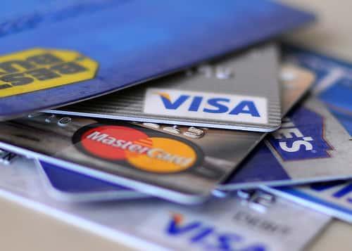 クレジットカードと身分証明書