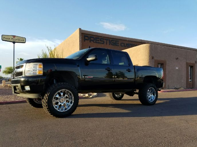 2007 CHEVY 1500 4WD WITH A 7.5 ROUGH COUNTRY SUSPENSION LIFT KIT AND 35 WHEELS AND TIRES (3)