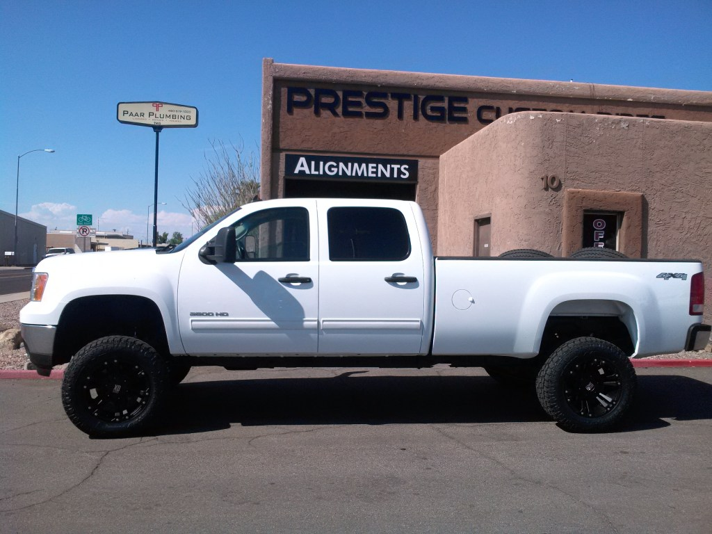 2011 CHEVY 3500 WITH 7.5 ROUGH COUNTRY AND A SET OF XD WHEELS WITH TOYO ATII 3512 (1)
