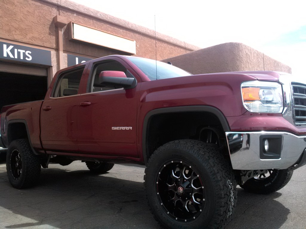 2014 GMC 1500 2WD WITH A 7.5 ROUGH COUNTRY SUSPENSION LIFT KIT AND A SET OF MAYHEM WARRIOR 20X9 BLK AND MILLED WHEELS WITH BFGOODRICH ATKO 325X60R20