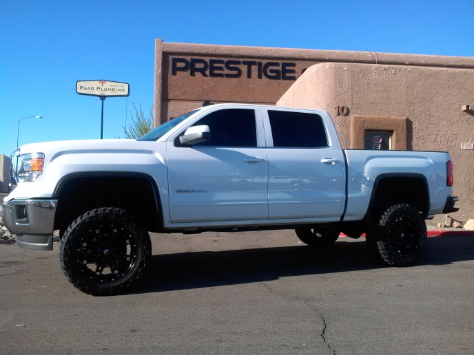 2014 GMC 1500 2WD WITH ROUGH COUNTRY 7.5 LIFT KIT WITH FUEL HOSTAGE 20X10 BLK WITH NITTO TRAIL GRAPPLERS (1)