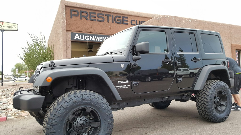 2014 JEEP WRANGLER JK UNLIMITED WITH A 3.5 RUBICON SUSPENSION LIFT KIT AND A ROUGH COUNTRY DUAL STEERING STABILIZER AND NITTO TRAIL GRAPPLERS 35X12.50R17 WITH XD ROCKSTAR II 17INCH (1)