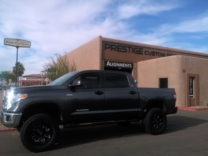2014 TOYOTA TUNDRA 2WD WITH A 6 ROUGH COUNTRY SUSPENSION LIFT KIT AND A SET OF 20 WHEELS AND TIRES (1)