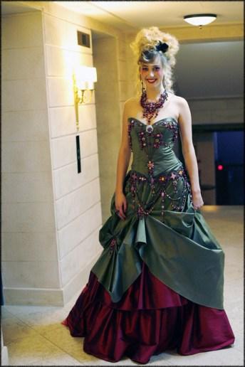 Lolita C. Créatrice de robe de mariée et  de robe de cocktail .