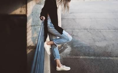 Comment bien porter un jean taille haute ?