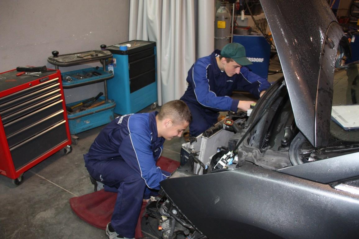21041013 Uczniowie z samochodówki na MCBL 01 Motoryzacja