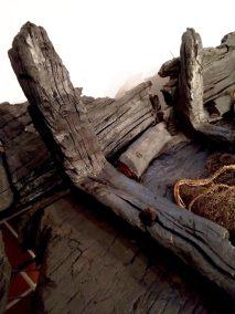 Mimo ponad sześciuset lat od czasu budowy, kołobrzeska łódź zachwyca detalami konstrukcyjnymi nie tylko znawców tematu (Fot. Łukasz Gładysiak).