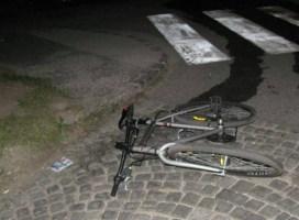 Pijan voznik trčil v kolesarja, ga hudo poškodoval in pobegnil s kraja dogodka
