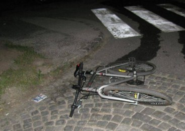 Hudo poškodovana kolesarka